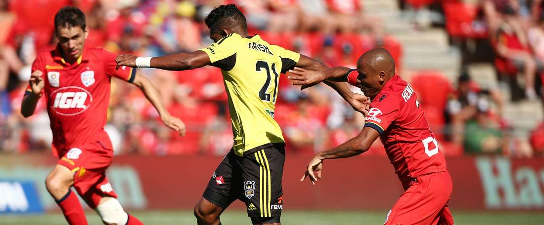 Mileusnic scored a late equaliser to earn lowly Adelaide a 2-2 draw at home to Wellington Phoenix.