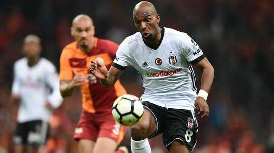 Babel pede alto para renovar com o Besiktas, clube quer 8 milhões de euros para negocia-ló e Fla ach