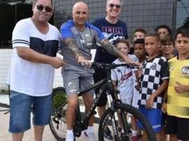 Santos oferece nova bicicleta a Sampaoli. Goal