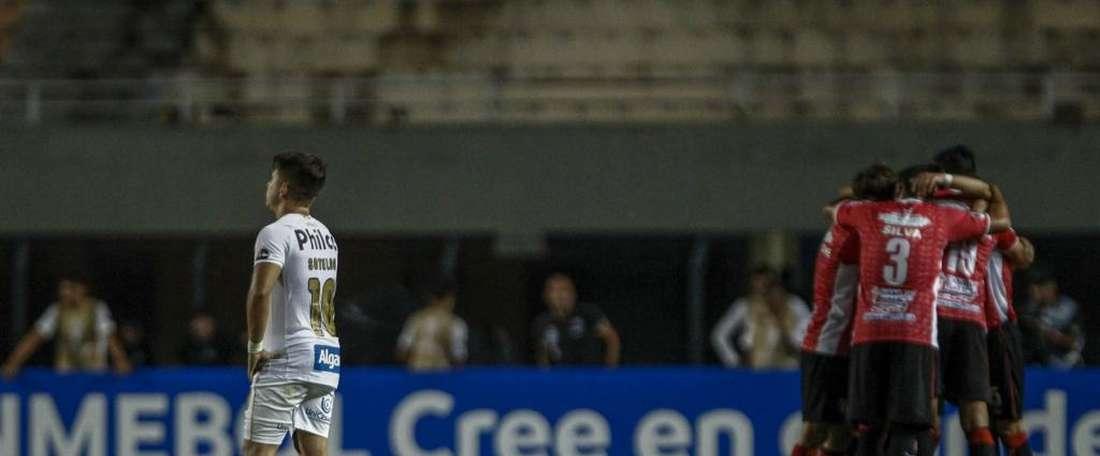 Santos empata no Pacaembu e é eliminado na Sul-Americana.