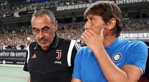 Conte (R) says Sarri should not complain having to play in the daytime. GOAL