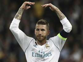 Sergio Ramos ameaçado por Akinfewa. Goal