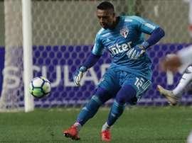 O goleiro é muito questionado no São Paulo. Goal