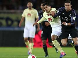Silvio Romero fighting against Cristiano Ronaldo. Goal
