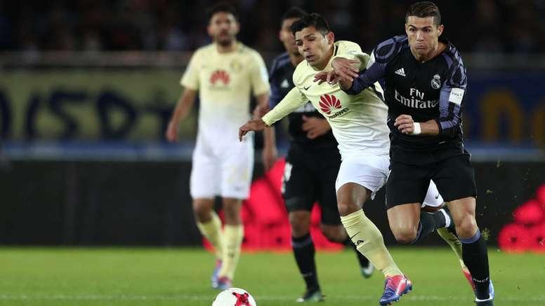 Silvio Romero fighting against Cristiano Ronaldo. Goal