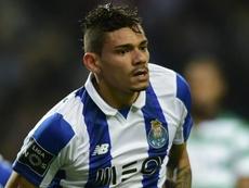 Soares caminha para trocar o Porto pelo futebol chinês. Goal