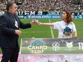 A polêmica do carro é sorteado para torcedora do Botafogo que não estava no estádio. GOAL