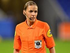 Première femme à diriger un match de C1, Frappart félicitée par la Juve. Goal