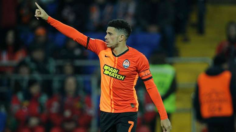 Shakhtar Donetsk star Taison sent off for reacting to racist abuse. GOAL