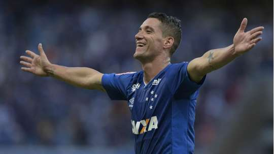Thiago Neves  preferiu seguir no Cruzeiro. Goal
