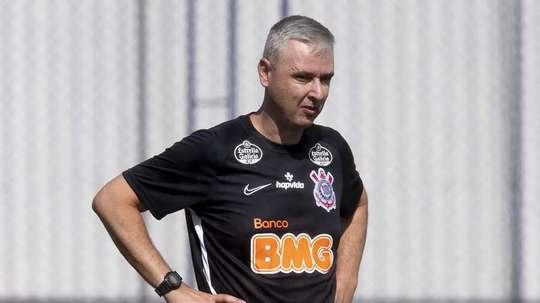 Torcida do Corinthians lembra de Tite e cria campanha por Tiago Nunes. AFP
