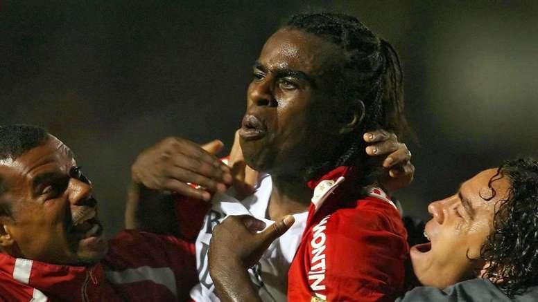 """Tinga relembra polêmica de Corinthians x Inter e pede: """"Devolvam 2005"""""""