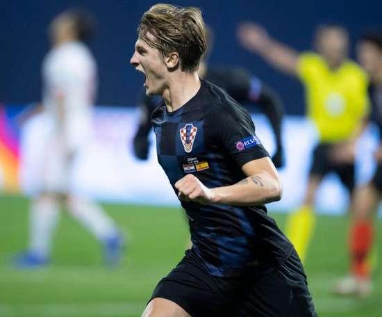 Tin Jedvaj scored a late winner for Croatia in Zagreb. GOAL