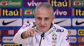 Mais leve, Tite divulga brasil titular nas quartas e 'esquece' gramado ruim da Arena
