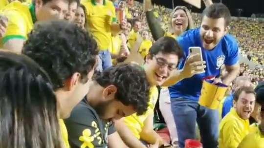 Torcedor dorme no jogo do Brasil e viraliza. Goal