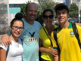 A torcida brasileira acompanha a Seleção. Goal