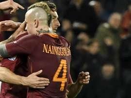 Sorpresa per Totti, alla Longarina spunta Nainggolan: 'Emozionante vederlo giocare'. Goal