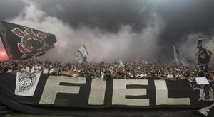 Carille retranqueiro? Torcida do Corinthians protesta no CT e na internet e aumenta pressão.