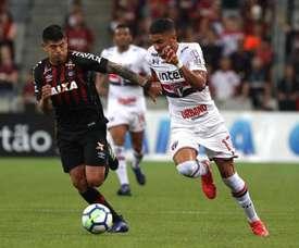 Defesa do Tricolor volta a errar e Furacão mantém tabu na Arena da Baixada. Goal