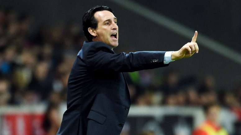 Unai Emery gestures on the touchline. Goal