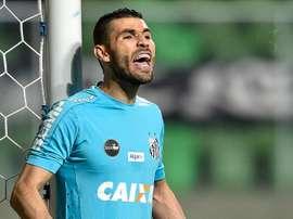 O goleiro de 33 anos tem sido um pilar na baliza do Santos, essa temporada. Goal