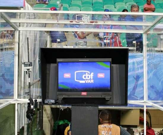 CBF garante VAR também em jogos de Palmeiras e Athletico no Brasileirão