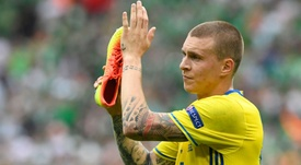 Victor Lindelof celebrating a goal with a shoe in his hand. Goal