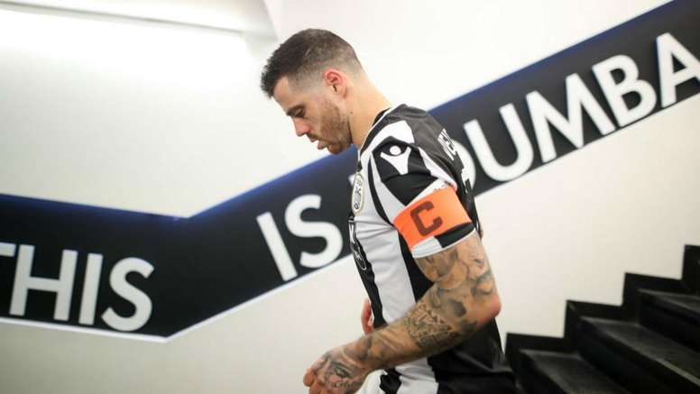 Captain Vieirinha was substituted on despite his serious knee injury. GOAL