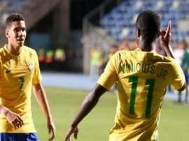 Vinicius Junior e Paulinho, dois dos mais promissores jogadores brasileiros. Goal