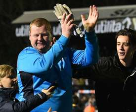 Wayne Shaw clapping his hands. Goal