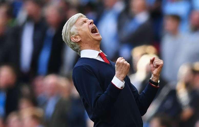 L'entraîneur d'Arsenal célèbre la victoire de son équipe en demi-finales de la FA Cup. AFP
