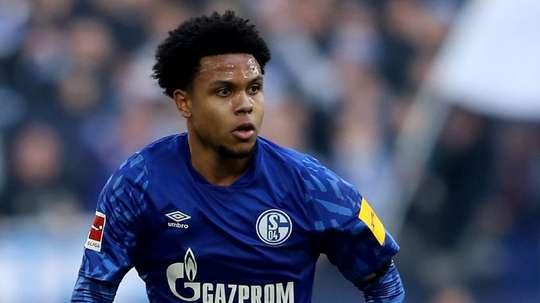Jogador do Schalke 04 homenageia homem negro assassinado pela polícia nos EUA. EFE