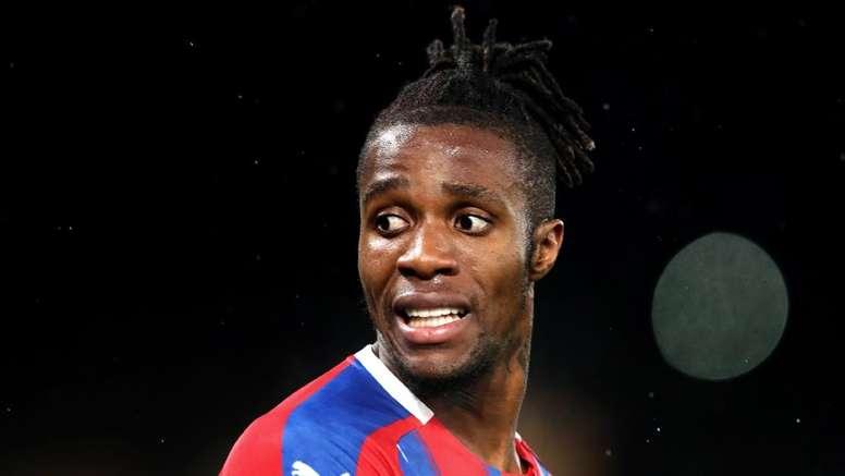 Crystal Palace et Aston Villa condamnent les insultes racistes envers Zaha. goal