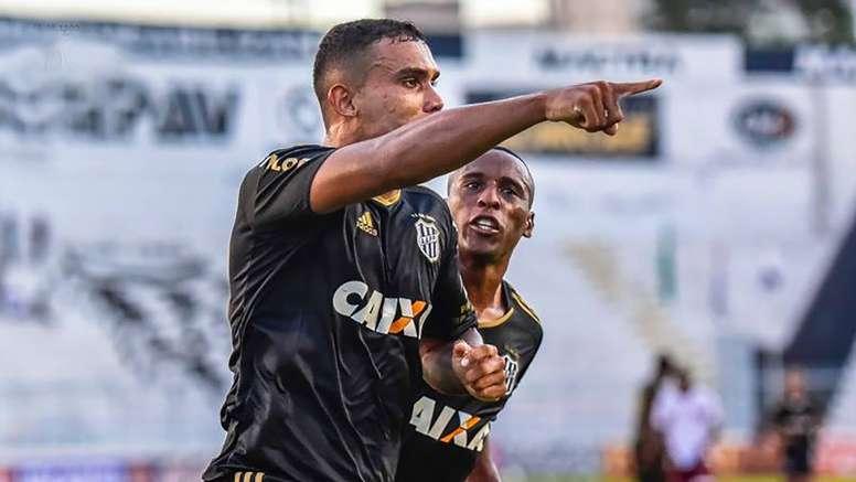 0d347fc55b Pin Vitória da Ponte Preta no jogo de ida das semifinais do Campeonato  Paulista. Goal