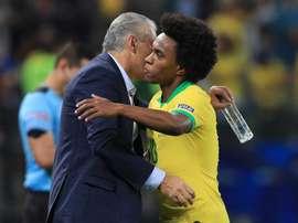 Tite reuniu quarteto e até Willian para explicar mudança que fez Brasil reagir