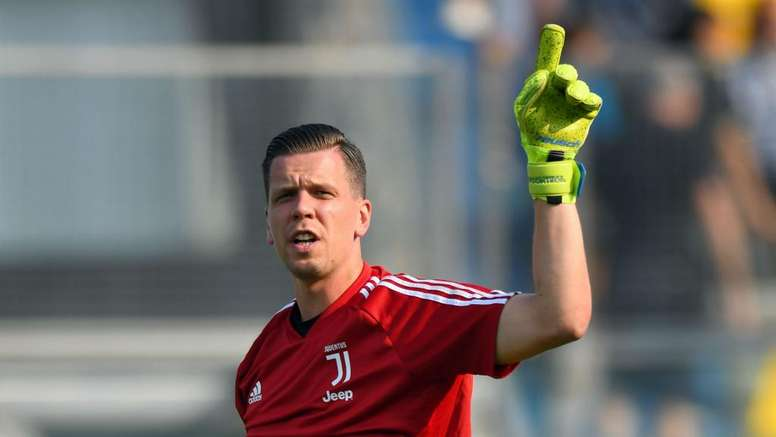 Il portiere della Juventus Wojciech Szczesny ironizza. Goal