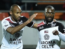 Yannis Salibur will be staying put at Guingamp. Goal