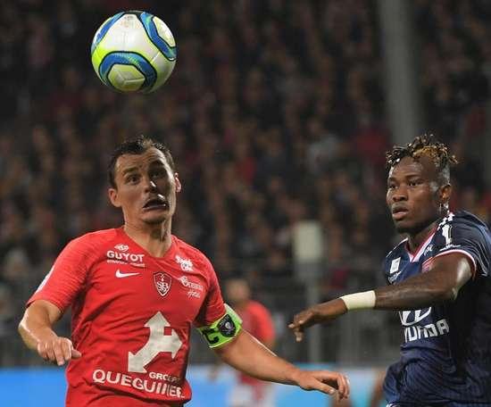 Sylvinho annonce l'absence de Youssouf Koné contre Nantes. Goal