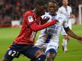 Yves Bissouma et Charles Traore lors du match entre Lille et Troyes en Ligue 1. GOAL