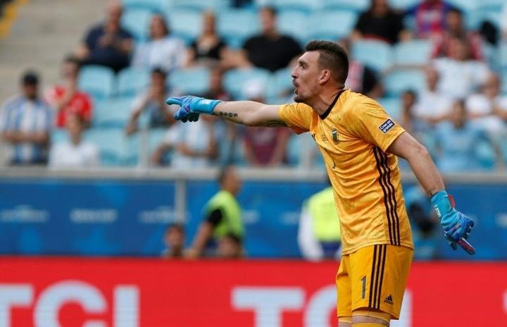 Scaloni apuesta por Emiliano Martínez y saca a Armani de la portería. AFP