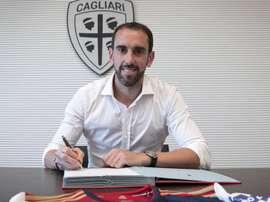 O Cagliari confirma a contratação de Godín. CagliariCalcio