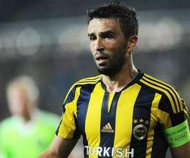 El lateral deja el Fenerbahçe tras nueve años. Fenerbahçe