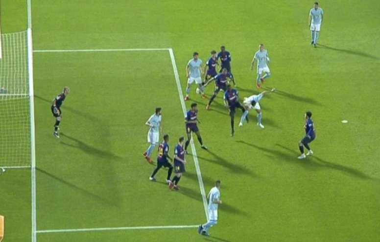 El VAR anuló un gol a Araujo por milímetros. Captura/Movistar