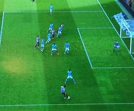 El árbitro anuló un gol por un inexistente fuera de juego.  Twitter/SoyReferee