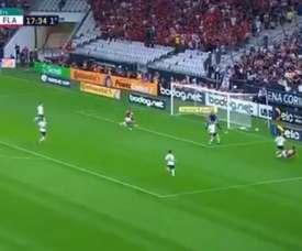 Gol contra de Henrique na partida entre Corinthians e Flamengo pela Copa do Brasil. Twitter