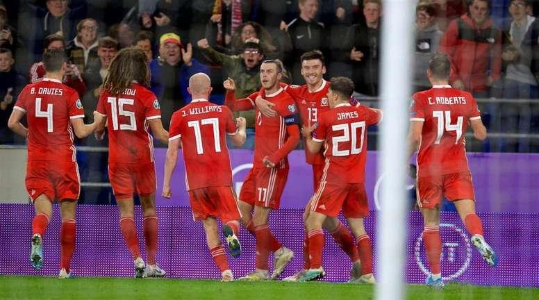 Gareth Bale garante o empate para sua Seleção, que saiu atrás no placar. Twitter/Cymru