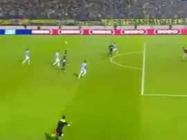 Cardona marcó así su primer gol oficial con Boca Juniors. Youtube