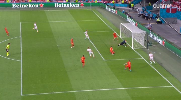 0-2 y doblete de Dolberg: ni la triple revisión del VAR arregló el error de Gales. Captura/Cuatro