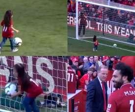 La fille de Salah célèbre le Soulier d'Or avec un but. Capturas/LFCTV