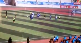 Así fue el golazo de Malong para poner el 0-1 de Camerún frente a Cabo Verde. Captura/CRTV